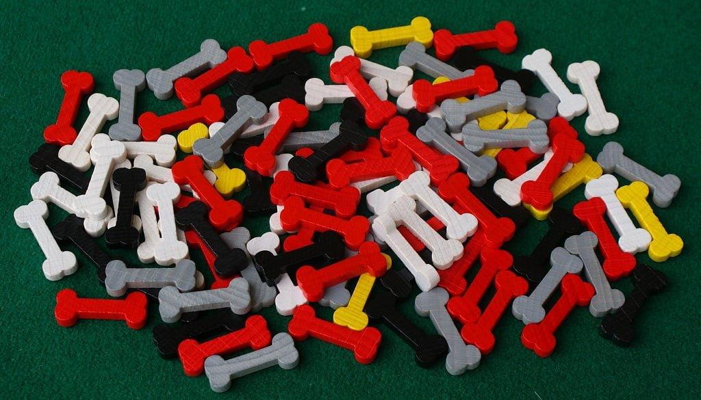 Gli ossi di legno colorati
