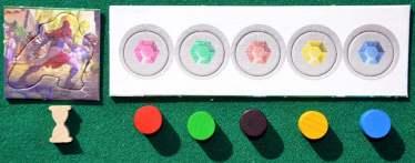 """Il segnalino """"primo giocatore"""", a sinistra, ed altri marcatori"""