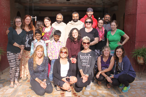Wir lieben neue Freundschaften – eine kanadische Yogagruppe in unserem Ashram – 13 Dez 15