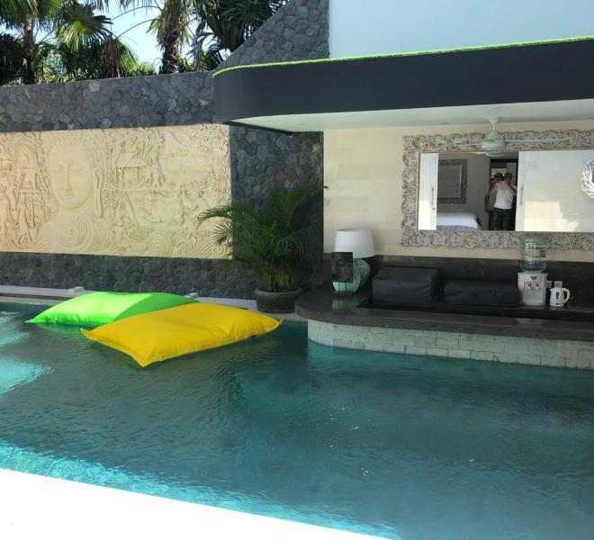 3 Pool Bar