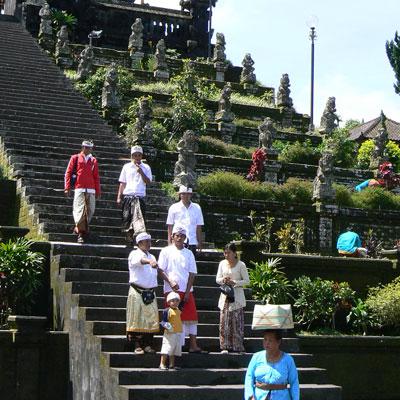visite-des-temples-besakih-bali