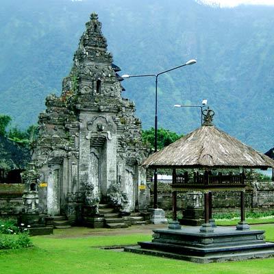 visite-des-temples-ulundanu-bali