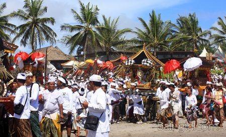 как отмечают балийский новый год
