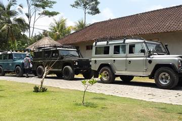Bali Car Charter With Driver - Land Rover - Link to Page 260217