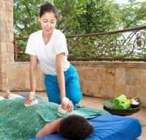 Bali BISA student practicing Thai Massage with Herbal Packs