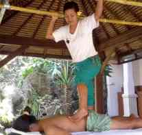 Bali BISA Trainer practicing A-Shiatsu foot massage in open air bale