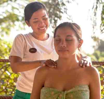 Indian Head Massage, also known as ayurveda head massage, taught at one of Bali's premier holistic training institutes.