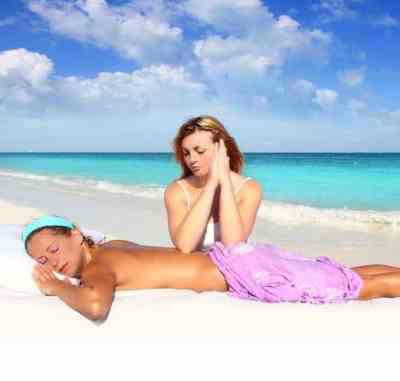 Shiatsu massage course on Sanur Beach with elbows on the back for maximum pressure