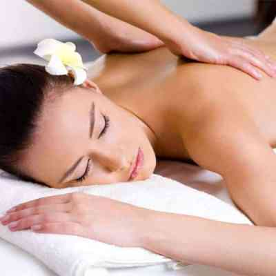 Bali BISA spa therapist showing hot to do Swedish Massage on the back