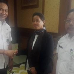 Wakil Bupati Badung Drs. I Ketut Suiasa memanggil pemilik bangunan yang disinyalir telah melakukan penutupan akses saluran irigasi di Subak Semat Kerobokan Kecamatan Kuta Utara.