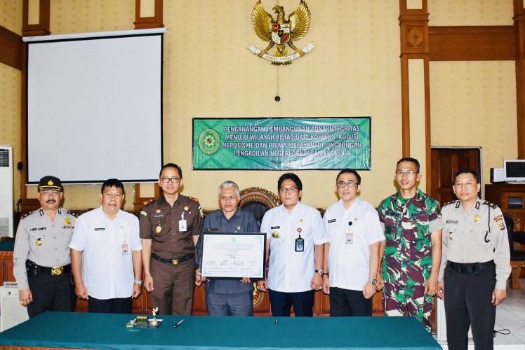 Pemkot dan Pengadilan Negeri Denpasar Teken Fakta Integritas