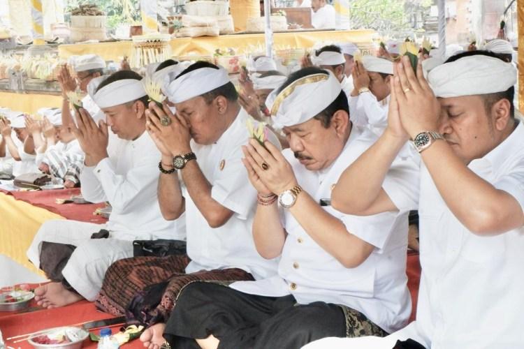 Wagub Cok Ace Harap Sweca dan Bhakti Umat Hindu Terus Ditingkatkan