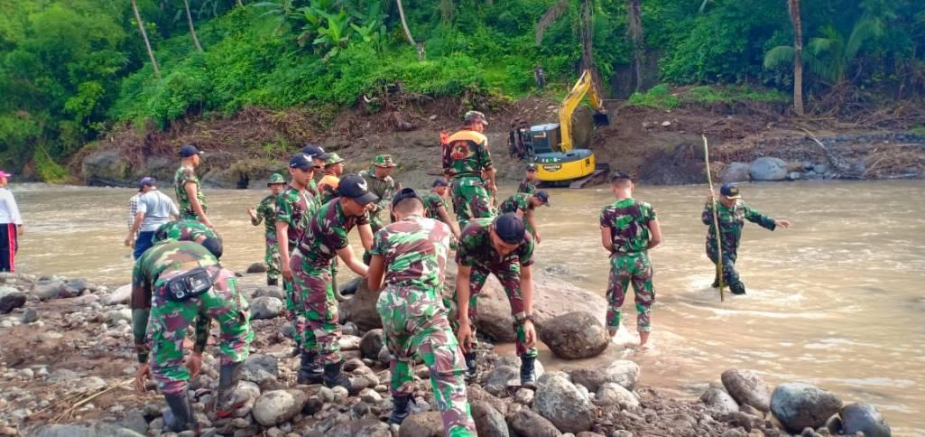 Kodim Jembrana Normalisasi Irigasi Pasca Banjir Bandang di Penyaringan
