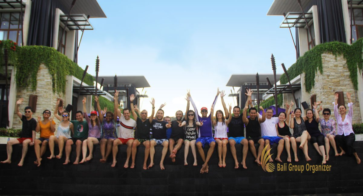 hotelbeds, photo, beach, team, team building, fun, games, fun games, ice breaking, tanjung benoa, sakala, group photo