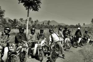 tour-in-bali-with-the-vintage-motorcycle-hpi201016