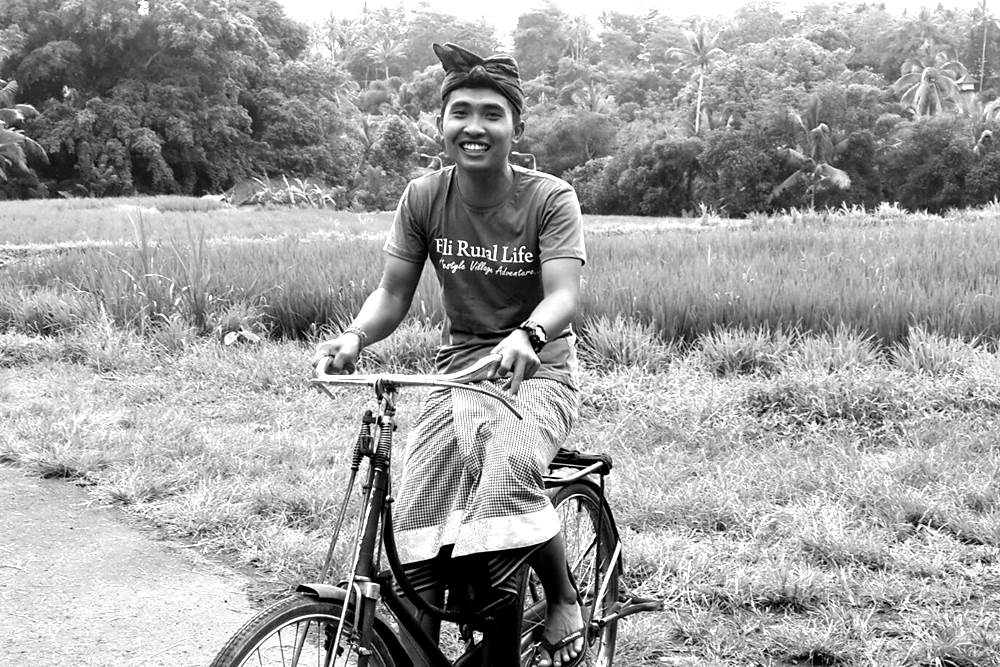 Having Tour in Bali by Riding The Vintage Bicycle 02