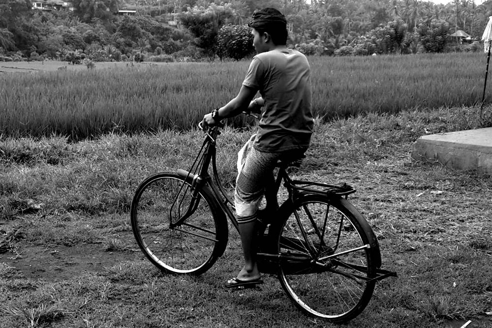 Having Tour in Bali by Riding The Vintage Bicycle 04