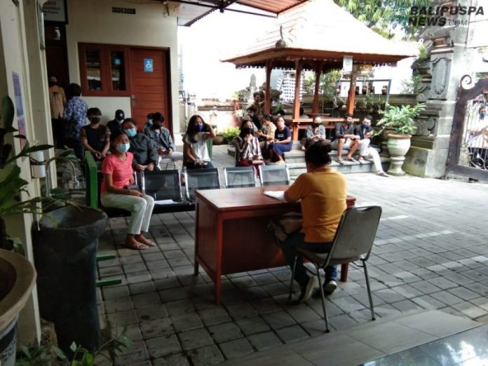 Pelaksanaan Jemput Bola Pelangi di Desa Pemogan Denpasar Selatan, Minggu (18/10/2020)