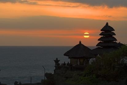 Objek Wisata Sunset di Tanah Lot