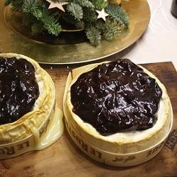 Camembert auf Zedernholzbrett vom Grill