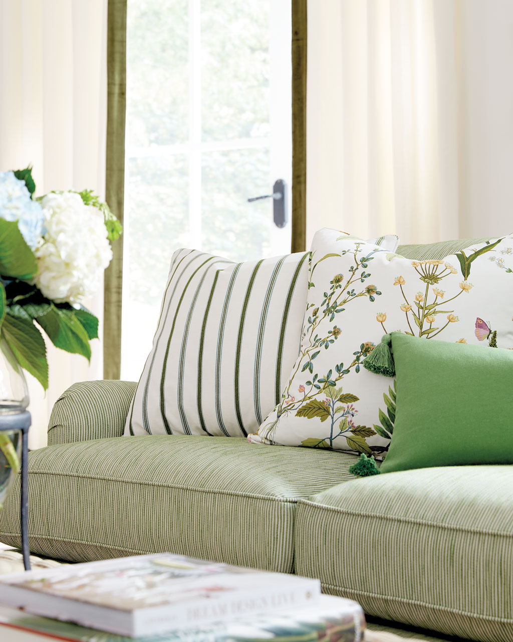 guide to choosing throw pillows how