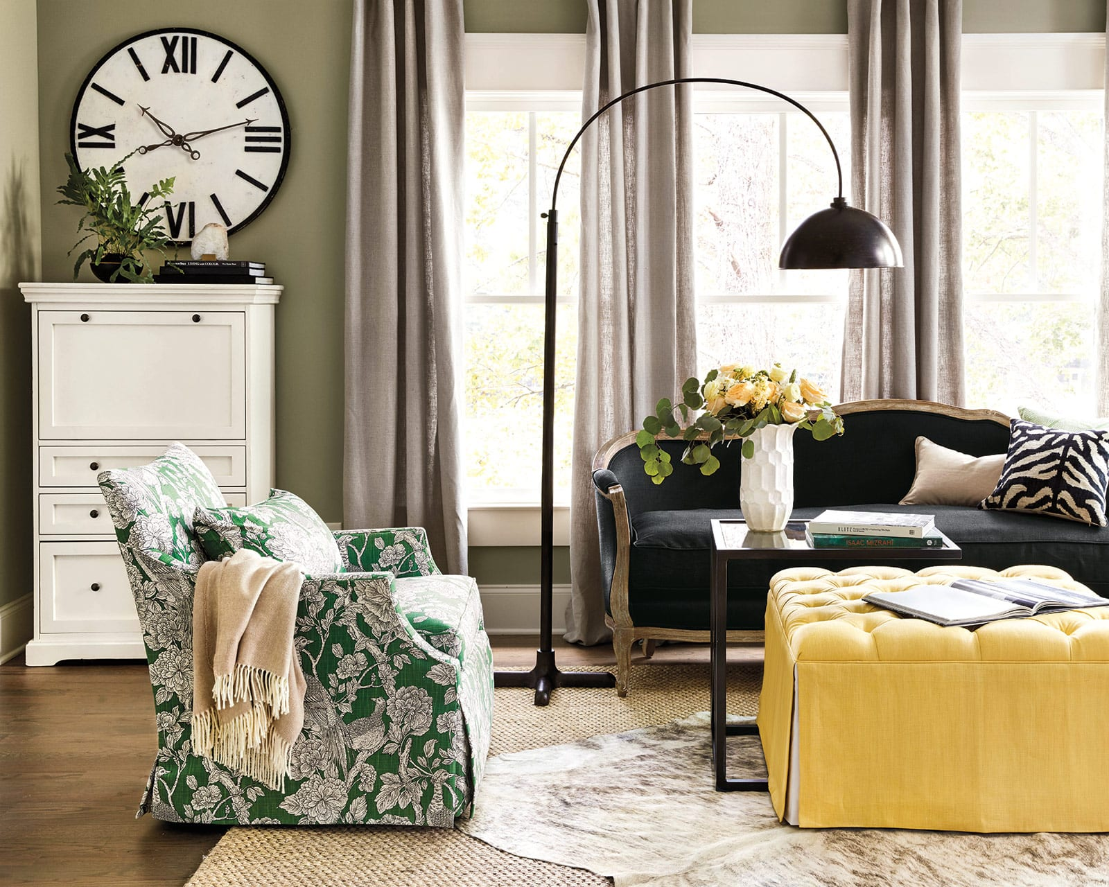 8 Reasons We Love Decorating With Black And White How To Decorate