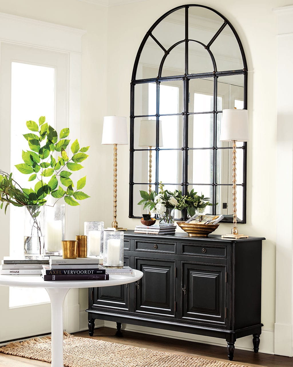 love decorating with black and white