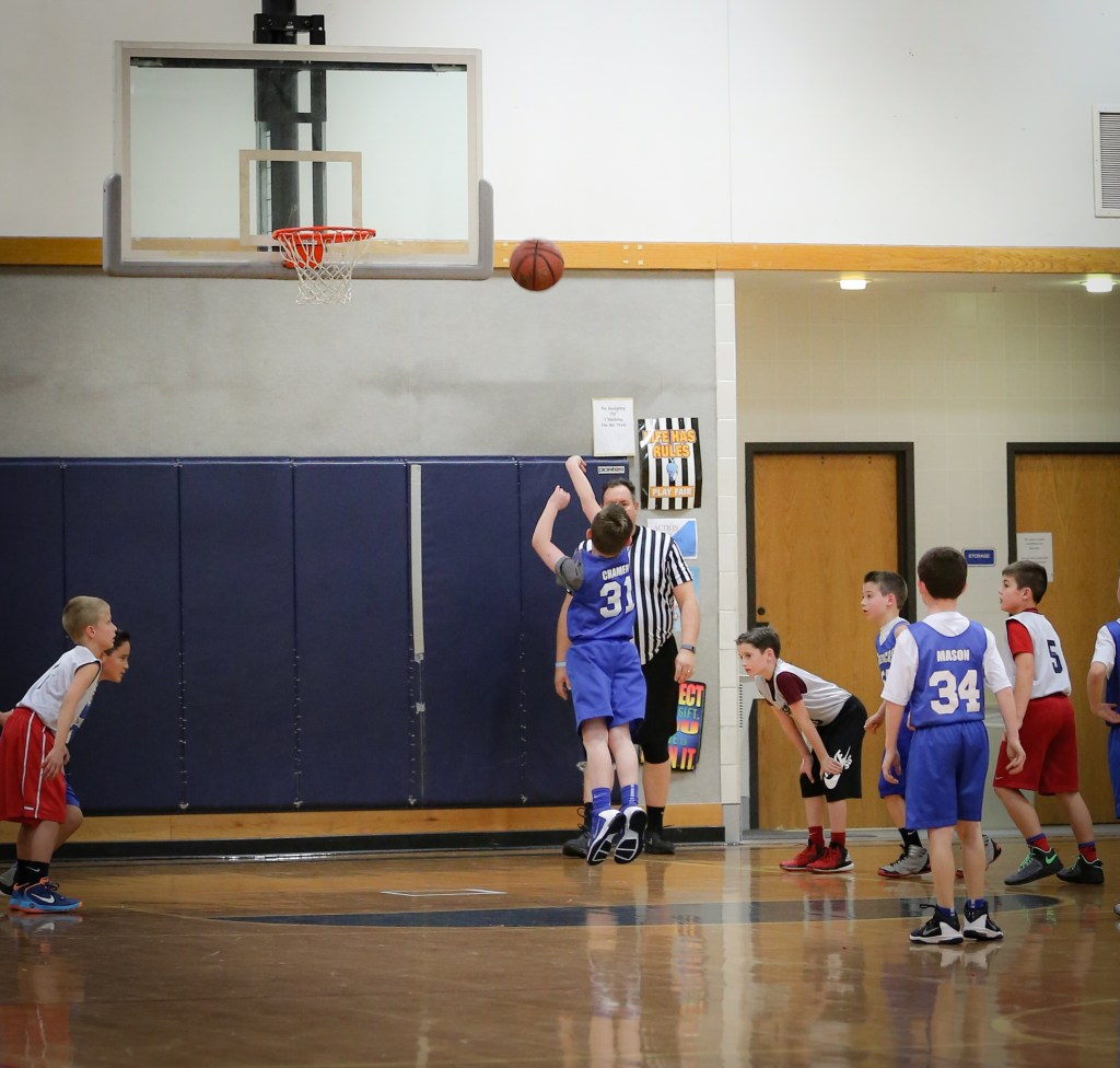 Indoor Basketball Picture with Canon 70-200 Lens