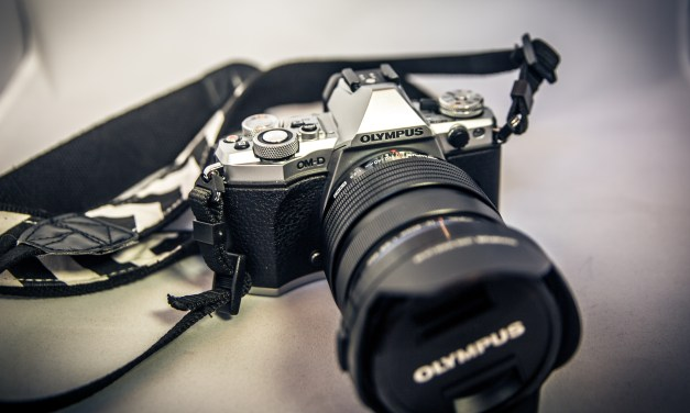 """My Favorite """"Purse Camera"""" – – The Small & Perfectly Compact Olympus OM-D E-M5 II"""
