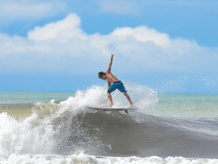 surf-dominical-ballenatales-surfer-gerace-waves