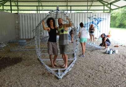 ¡Una ballena de plástico en Bahía!