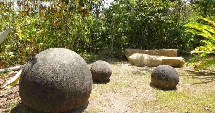 Las esferas (2011) 2