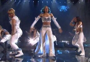TLC Performs 'Waterfalls' At AMAs (With Lil Mama)