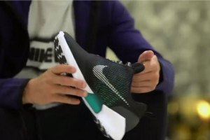 Cristiano Ronaldo Tries on Nike's HyperAdapt 1.0 Power-Lacing Sneakers