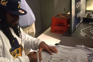See Marshawn Lynch's Autograph On Fans' Patriots Shirt