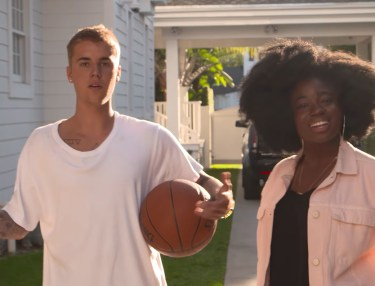 Justin Bieber Offers Brief Tour of Los Angeles Home