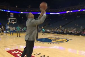 Steph Curry's Dad Dell Drains Pregame 3