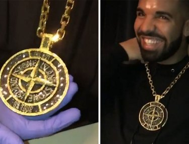 Drake gets new chain from Ben Baller