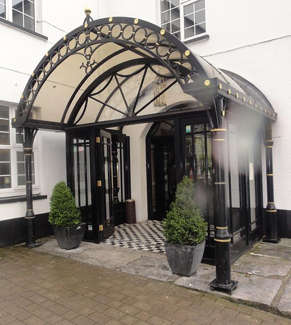 Foyer-ballingearyjoinery.ie1.JPG