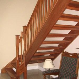 Mahogany-stairs-ballingearyjoinery.ie5.JPG-1.jpg
