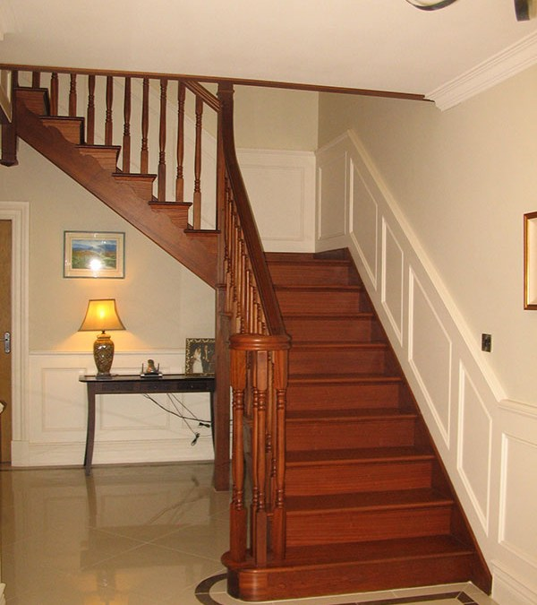 Mahogany-stairs-ballingearyjoinery.ie6.JPG