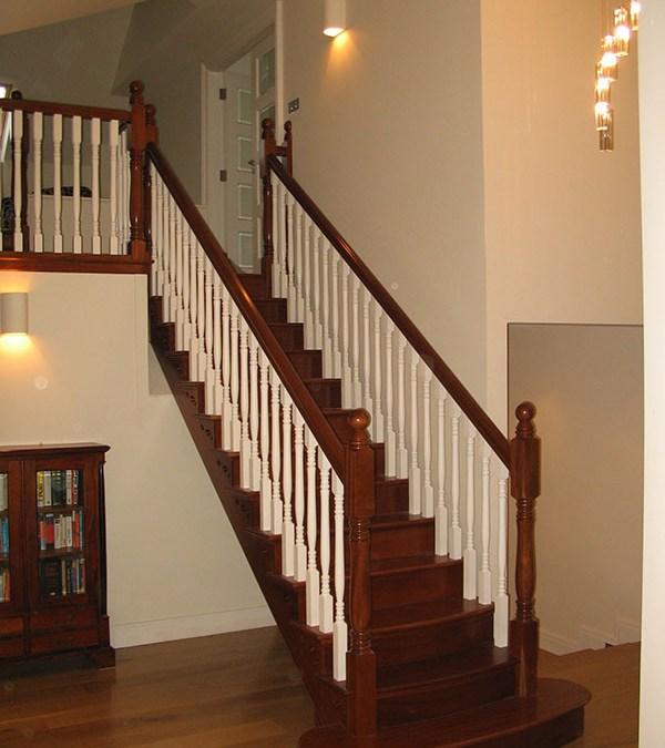Mahogany-stairs-ballingearyjoinery.ie7.JPG