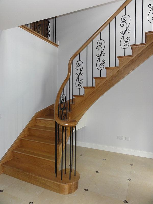 Oak-stairs-ballingearyjoinery.ie5.JPG