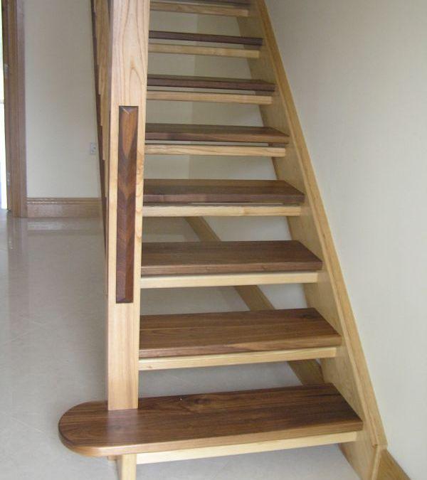 Ashwalnut-stairs-ballingearyjoinery.ie16.JPG