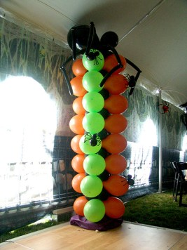 spooky spider balloon column