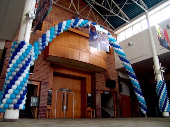 balloon pillars and arch
