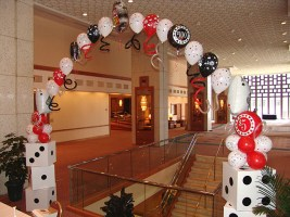 Roll the dice balloon arch2