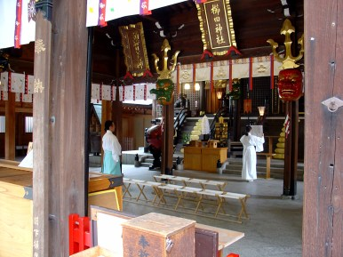 A young woman practising the rites at Kushida Shrine.