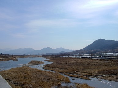 The river next to the road in Gurye County (구례)