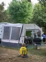 Marco Reus vor seiner Villa...